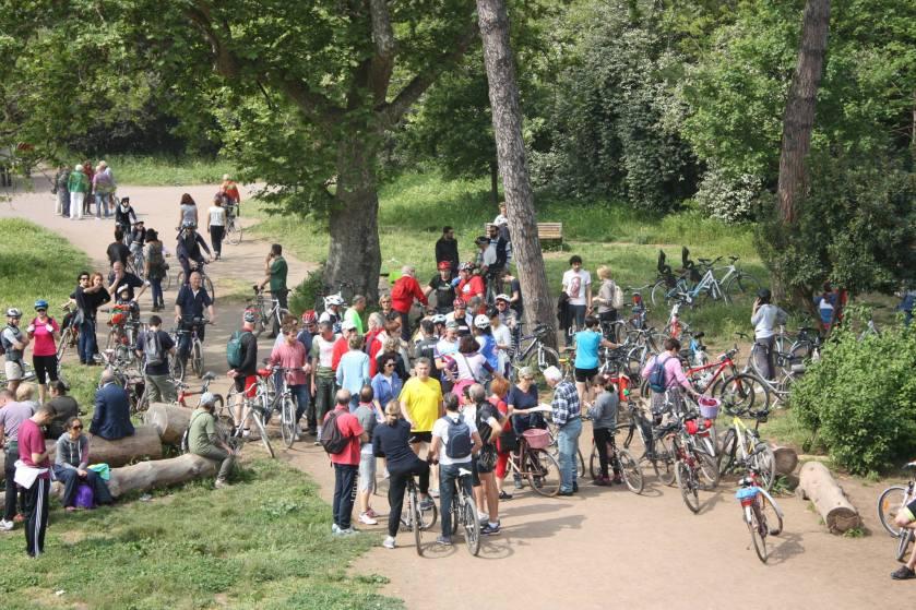 Settimo Biciclettari alla partenza dal Parco degli Acquedotti